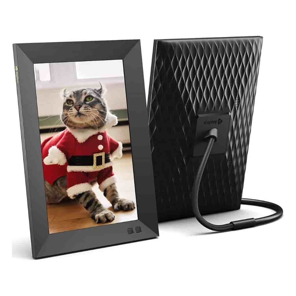 Front and back of a digital picture frame showing a cat.